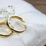 結婚指輪でプラチナとゴールドはどちらが実用的な素材なのか