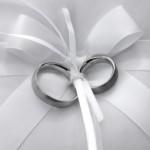 結婚指輪で耐蝕性に強いものはプラチナとゴールドはどっちか