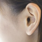 耳掃除のやりすぎにならない理想的な頻度と耳垢の重要な役割