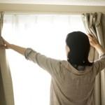 季節と日照時間に合わせた遮光カーテンの選び方