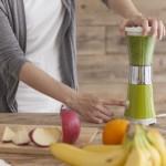 スロージューサーと市販の野菜ジュースの違い
